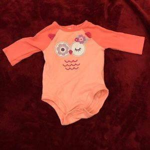 Other - Salmon color block onesie with owl design